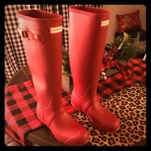 BNIB, tall, matte, red Hunter rainboots. Authentic